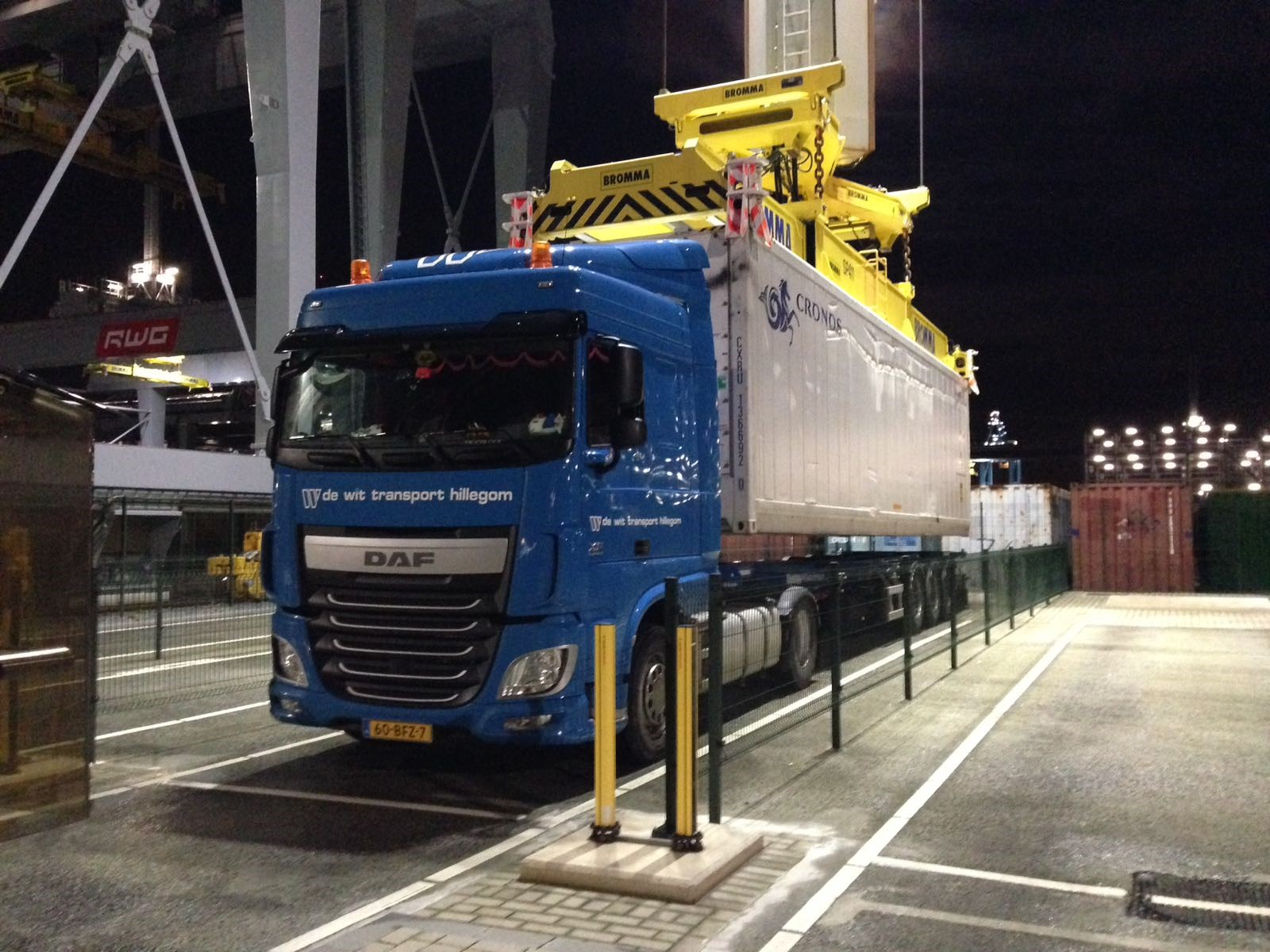De wit container transport